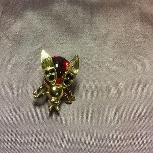 Jewelry - Trifari Bee